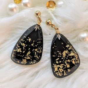 Jewelry - Minimalist Geometric with Gold Pieces❤️NEW❤️